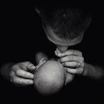 Neugebores, monochrom, Babyshooting, Neugeborenenfotograf, Hamburg, Rosengarten, Seevetal, Buchholz, natürlich, schlafend, Newborn, babyfotos, babyfotografhamburg, babyfotografbuchholz, neugeborenenfotoshamburg