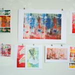 """Atelieransicht: mittleres großes Bild: """"für Mary"""", Monotypie auf Papier, 59,4cm x 84,1cm, Privatbesitz"""