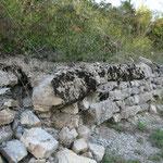 Affleurement sur les murs en calcaire