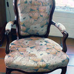Deux fauteuils cabriolet pour la rénovation de l'assise et le changement du tissu