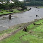restanten oude brug uit 1120 over de miño, portomarin