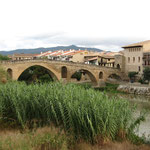900 jaar oude brug over rio arga