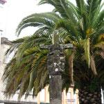 14e eeuws kruis naast san pedro kerk, melide