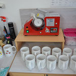 Tassenproduktion mit Mug Presse