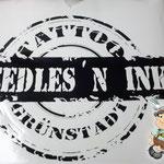 Kontur geplottete Logoaufkleber Needles N Ink Tattoo Studio