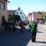 Musikverein Einselthum Umzug vor unserer Agentur