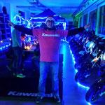 Andy vom Mottorradcenter Regensburg mit unseren Tshirts