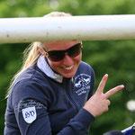 Antonia Gotzens stellt mit Tara das rheinische Junge-Reiter-Team dar
