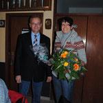 Hans-Egon Düring bedankt sich bei Sybille Neugebauer