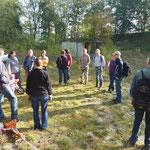 Einsatz in den Krielower Bergen: Einweisung am sonnigen Samstagmorgen