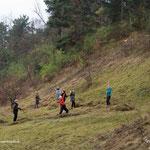 In den Krielower Bergen gaben fröhliche Studentinnen der Uni Potsdam eine tolle Unterstützung bei eher nicht so gutem Wetter.