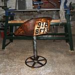 siège de machine agricole sur roue métal de bétonnière, avec l'immatriculation sans carte grise !!!