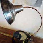 N°86 Voltmètre, col de signe cuivre, abat jour métal brut vernis