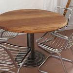 Table ovale plateau noyer Ht 75cm Diam 108/124cm