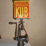 N°44 Hachoir viande boite bouillons KUB (vendue)
