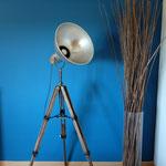 N°71 projecteur trépied  (vendu)