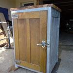 Meuble bois massif  patiné gris  porte de frigo ancien en chêne.