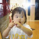 この子にも平和な未来が約束されますように。小西孔仁夫(30代)