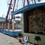 Riesenrad mit Orgel