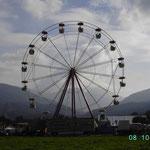 Riesenrad vor den Alpen