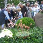 Am Grab von Karl Clausen