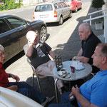 Freitag, 07.09.2012 14:45 Warten auf den Ansturm vor dem Cafè Göbel