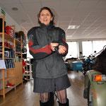 ...warme Jacke übers Minikleidchen...