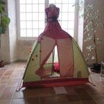 Robe tente, un espace pour la lecture des poésies