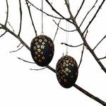 Osterei aus Holz, matt schwarz lackiert, goldene Blüten, Modell gestreut, versch. Größen