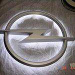 Lichtwerbung Opel hinerleuchtet