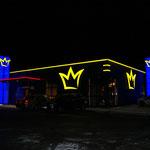 Lichtwerbung Gesamtansicht Spielstation Nacht