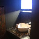 鍋割烹空き地のトイレ