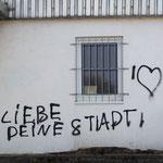 Liebe Deine Stadt!,Spruch an der ehemaligen BSZ 12 Komarowstraße, Leipziger Osten, Sachsen, eine Stadt für alle