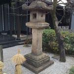 林宗院の庭園にある灯篭。江戸時代初期の作品。