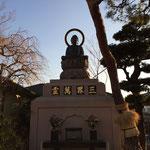 十一ヶ寺参道正面の阿弥陀如来座像