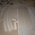 Rekonstruierte Gesimsteile und Rundbogenprofilierungen