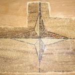 Abb. 10: Ökonomiegebäude, Türflügel, leicht gebogen - älteste Fassung der Füllungen mit starken Frühschwundrissen, gut erhalten.
