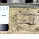 Abb. 9: Riegel / Beschlag nicht abgesetzt - in rotbrauner Maserierung einbezogen.