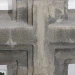 Fensterkreuz an einem der Erker. Neuverfugung der dortigen Werksteine.