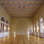Endzustand. Blick durch den Saal auf die neu gestaltete Südwand.