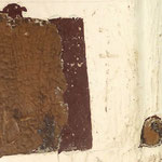 Abb. 4: Verkleidung Fensternische, Ostwand - Probefreilegung auf Erstfassung. Freilegungsmethodik: Mechanisch - Lösemittel-Gel mit Butanol -