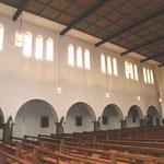 Vorzustand: Blick in den  Kirchenraum, nach Westen.