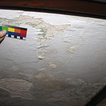 Salzschäden zerstören Schmuckmalerei in Kassettenfüllungen