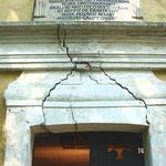 Bild 1: Starke Schäden im Bereich Sturz / Eingang