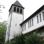 Außenansicht der Christ König Kirche nach erfolgtem Neuanstrich