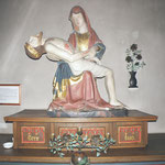 Die Pieta im Turmraum, vor der Restaurierung.