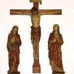 Die Kreuzigungsgruppe ist Bestandteil des ehem. Kreuzaltars