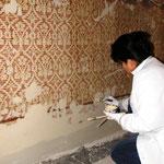 Umlaufender bemalter Wandteppich Zwischenzustand – Retuschier und Ergänzungsarbeiten