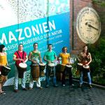 Vor dem Asisi-Panometer Leipzig, Amazonien Thema