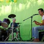 Nils (6J) am Schlagzeug  Foto: Bettina Lewerken